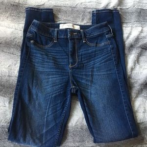 ABERCROMBIE & FITCH Skinny Jeans Med to dark wash